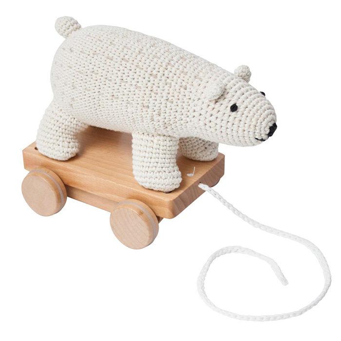 Söt dragleksak i form av en virkad isbjörn som är rolig för barnet och även  en fin prydnad när den inte är i användning. Läs mer och köp här. fd08a0f80ece1