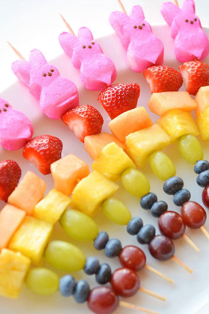 Fruktspett med marshmallowkanin
