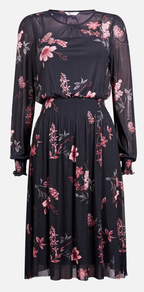 be11d26babed Vacker klänning från Vila i skymningsblått med spetsliv. Läs mer och köp här .