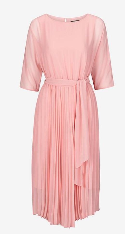 865d6ff5abc3 A-linjeformad klänning från Ellos (reklamlänk via Awin.com) , med vackert  blommönster. Läs mer och köp här. (reklamlänk via Awin.com)