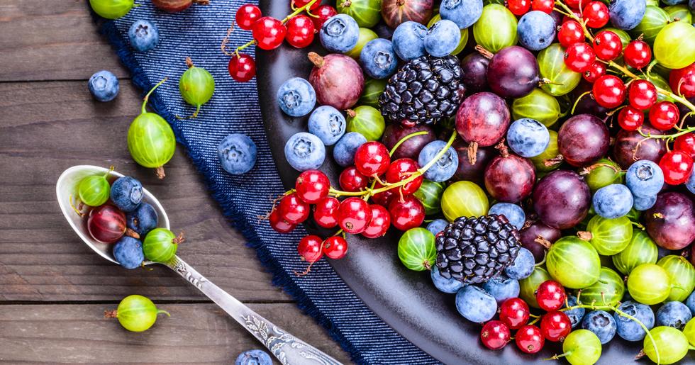 C-vitamin, antioxidanter och kollagen är några ämnen som kan strama upp hyn igen.