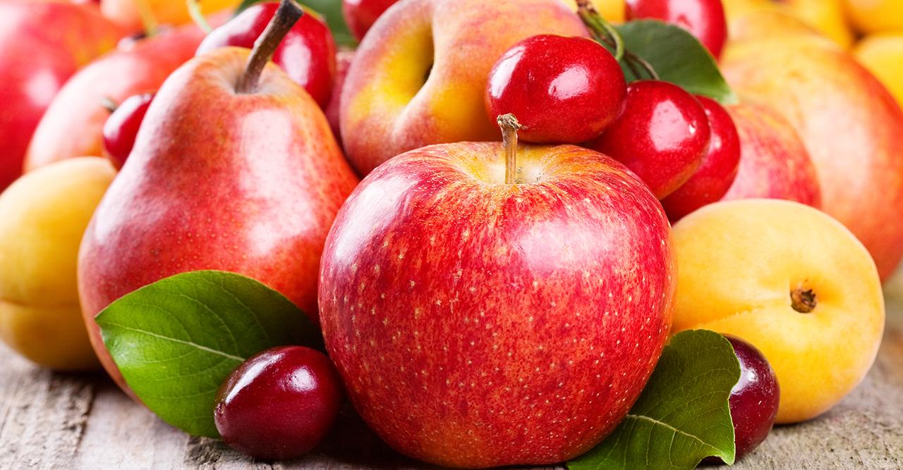 Röda äpplen, päron och körsbär