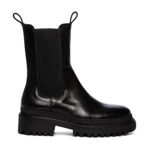 Svarta boots, Pace