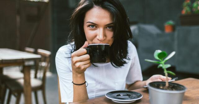 för mycket kaffe symptom