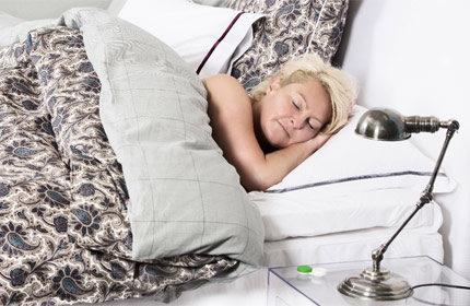 sova med linser en natt