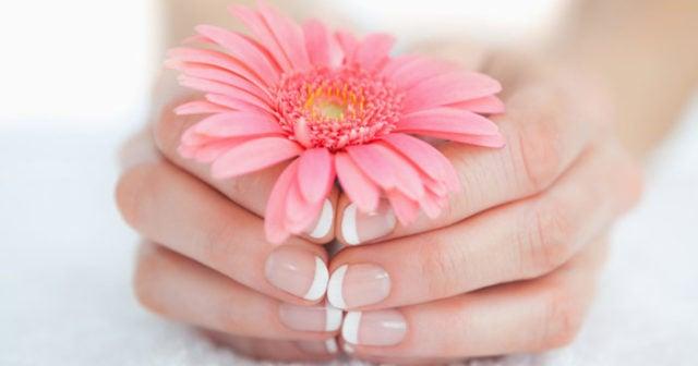vita ränder naglar