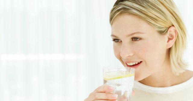 Därför ska du börja dagen med varmt citronvatten