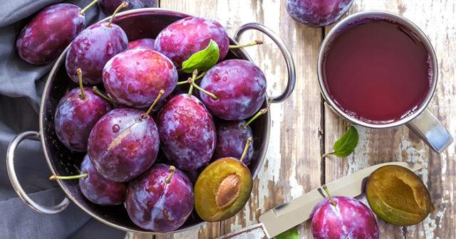 torkade plommon bra för magen