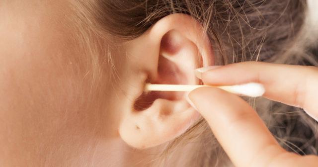 lock i örat efter tops