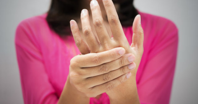 Ont i händerna och fingrarna