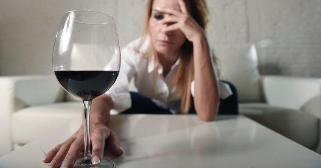 Hur man vet att du dejtar en alkoholist