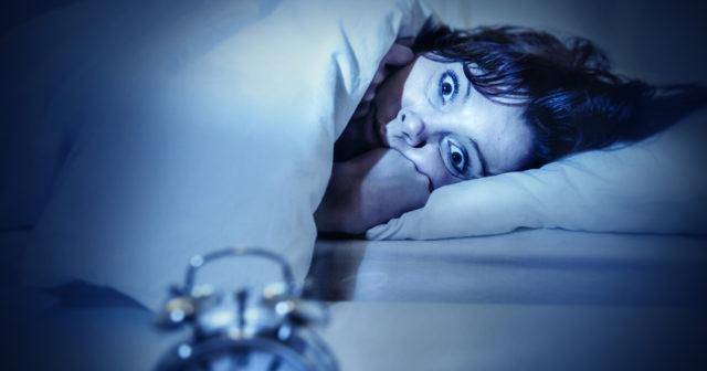 ryckningar innan sömn