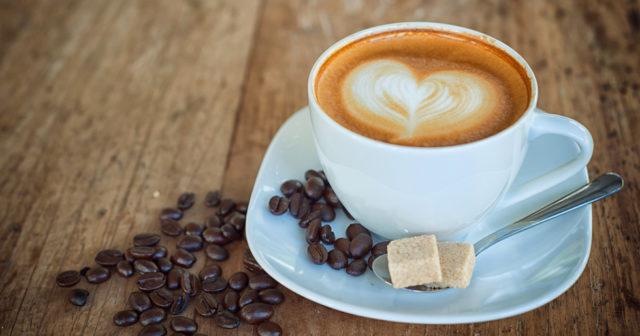 dricka mycket kaffe
