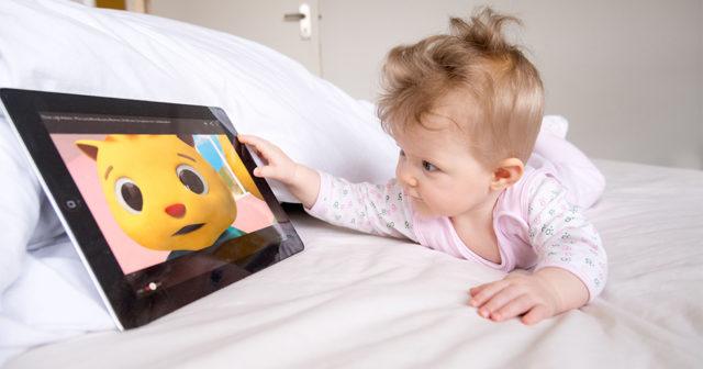 Forskare: Skärmar och tv-tittande sänker barns IQ