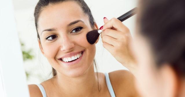 Hur lägger man en snygg makeup? Det handlar om en bra grund!