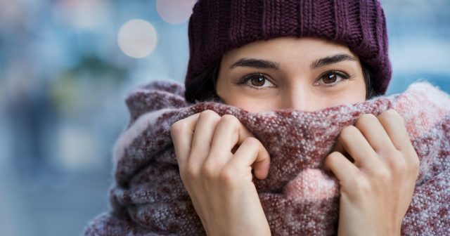 fryser och svettas samtidigt