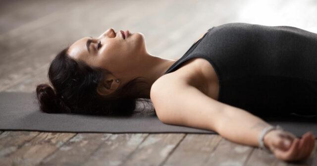Yoga nidra – halvsovande yogatrend på väg in i Sverige | MåBra