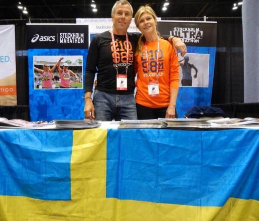 Anders Forselius som har sprungit hur många marton som helst runt om i världen, kom förbi vår monter i dag och den den här bilden på Micke och mig.