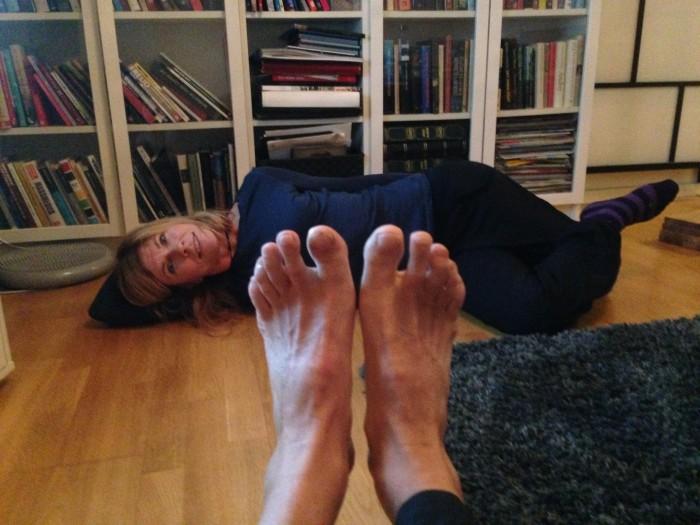 Typ så här. Oooops, ett par fötter i vägen.