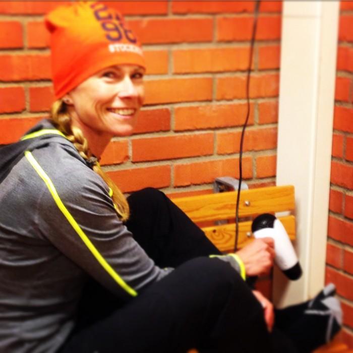 Thank God för Helena Göransdotters fön. Den fick liv i mina fötter igen.