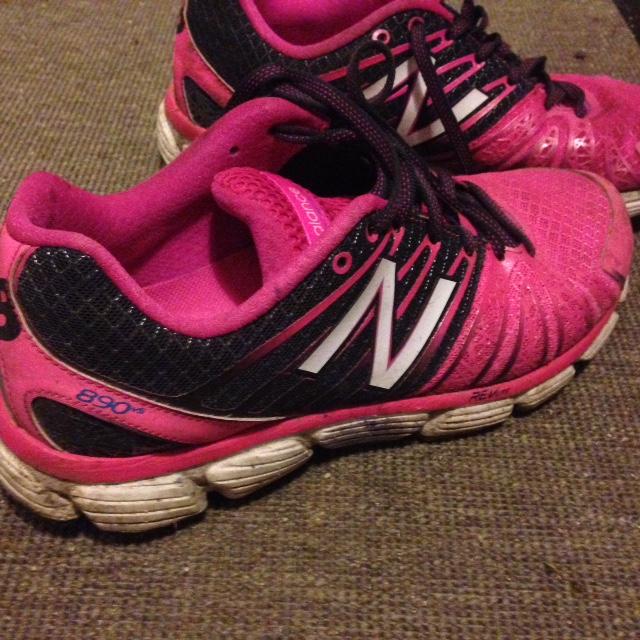 Om kärlek var ett par skor. Då skulle kärleken så ut så här.