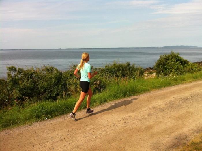 En skön löprunda längs havet är välgörande både för kroppen och sinnet.