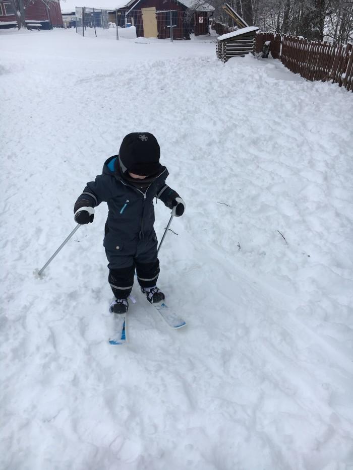 Premiär på skidor. Nja ingen succé kanske. Blev inte mer än 10 minuter.. De var mest i vägen.