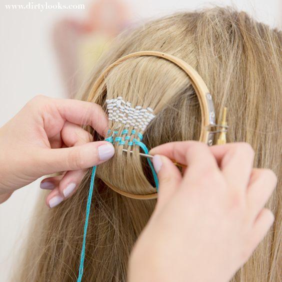 Den heta Hair tapestry-trenden är något för den som gillar pilligt fix. Du väver en matta av ditt eget hår och färgglada trådar av garn.