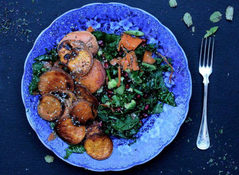 Vegetariskt med sallad och sötpotatis