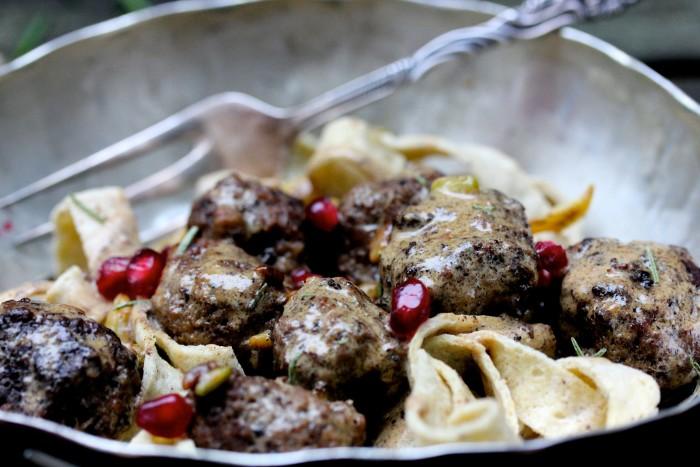 glutenfri pasta med köttbullar och gräddsås