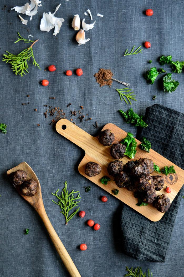 Julköttbullar med nejlika och kryddpeppar