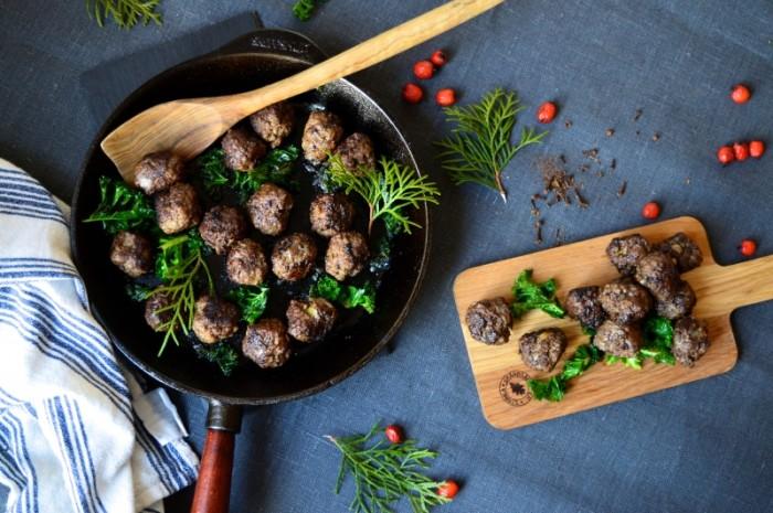 Köttbullar till julen med kryddpeppar och nejlika