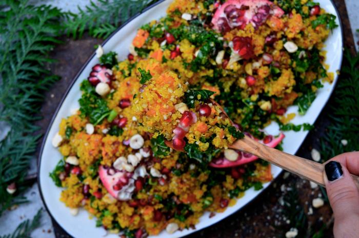 Sallad med quinoa saffran och granatäpple