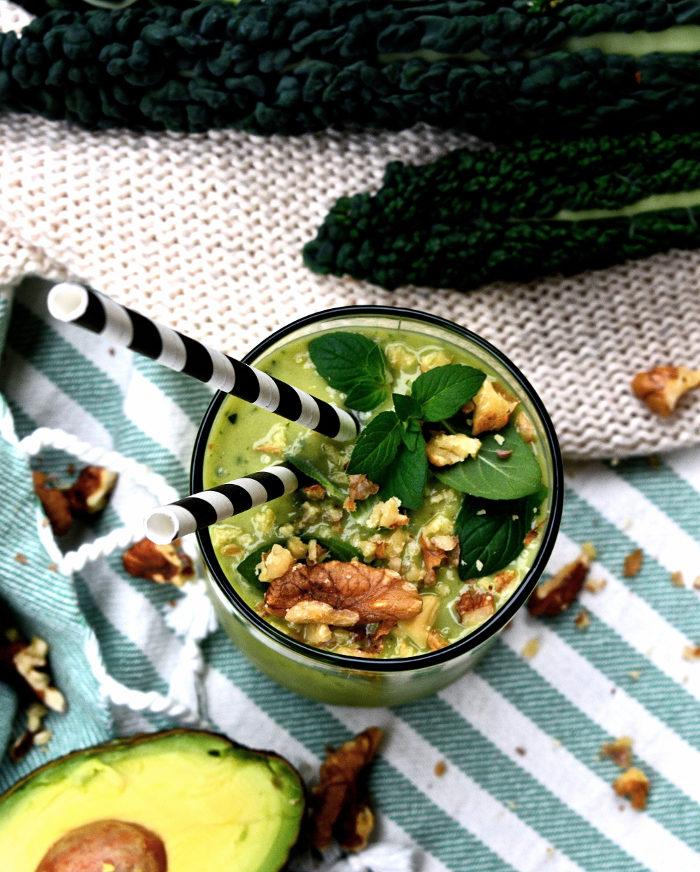 Smoothie med avokado och svartkål