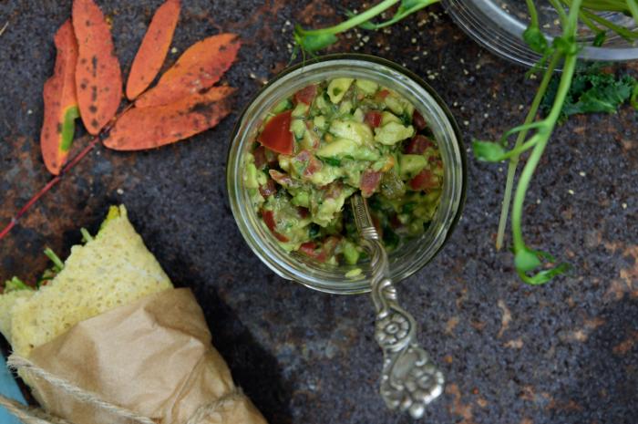 Salsa med avokado och tomat
