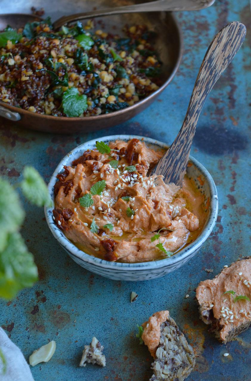 hummus recept soltorkade tomater
