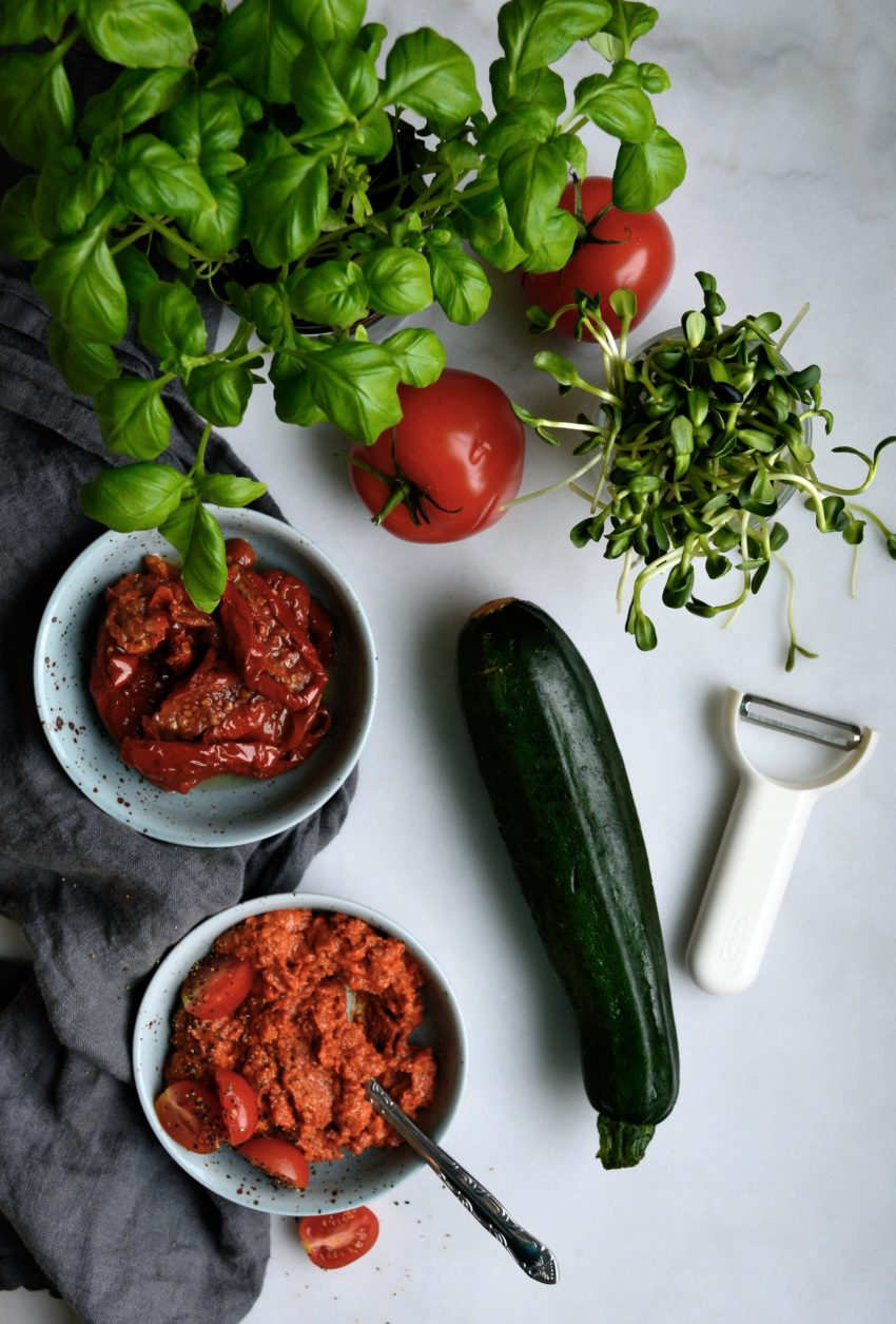zucchini med tomatsås