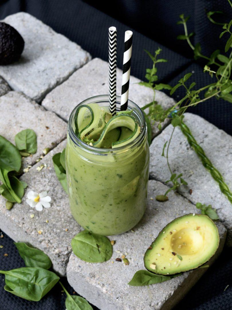 smoothie med spenat avokado och citron